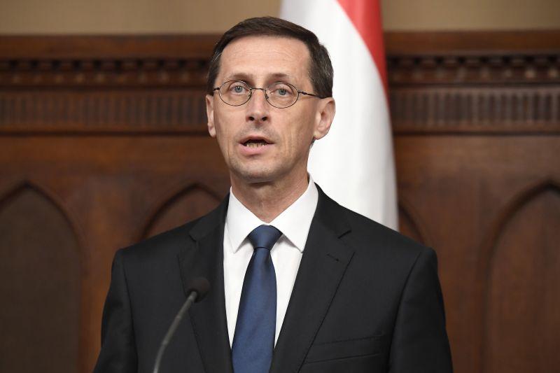 """Varga Mihály: """"öt adófajta szűnik meg jövőre"""" – itt vannak a legfontosabb adóváltozások"""