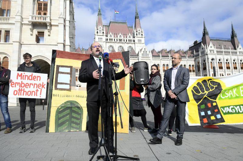 Bojkottálta a Fidesz a parlamenti ülést a lakhatásról – fotó