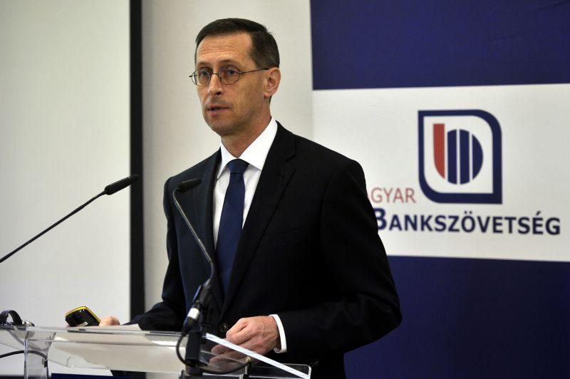 Varga Mihály szerint az euró bevezetése nem elegendő a felzárkózáshoz