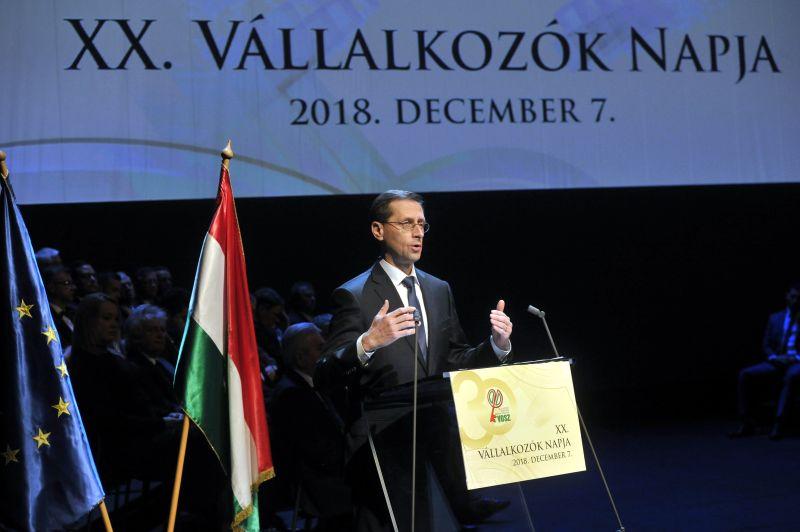 Varga Mihály: a magyar gazdaság növekedési pályára állt