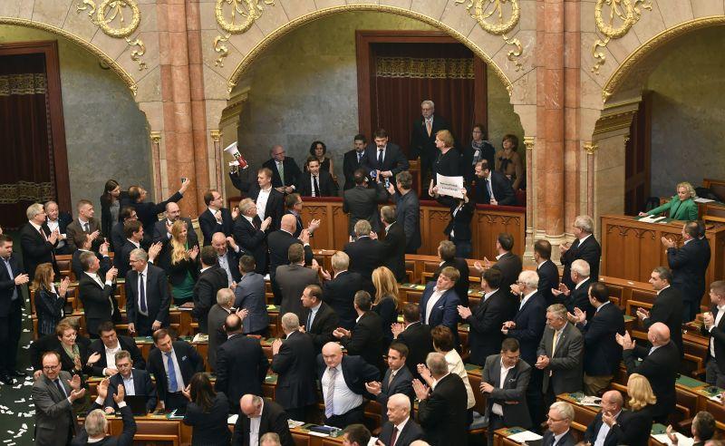 KDNP: szégyenletes események helyszíne volt ma az Országház a parlamenti szavazás ideje alatt