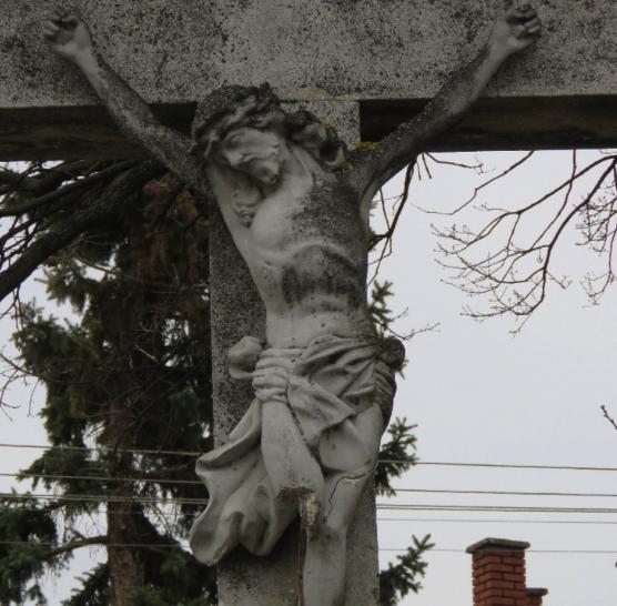 Csákánnyal rongálták meg a Jézus-szobrot