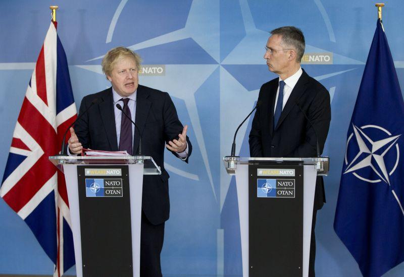 A brit külügyminiszter elmagyarázza, miért bombázták Szíriát