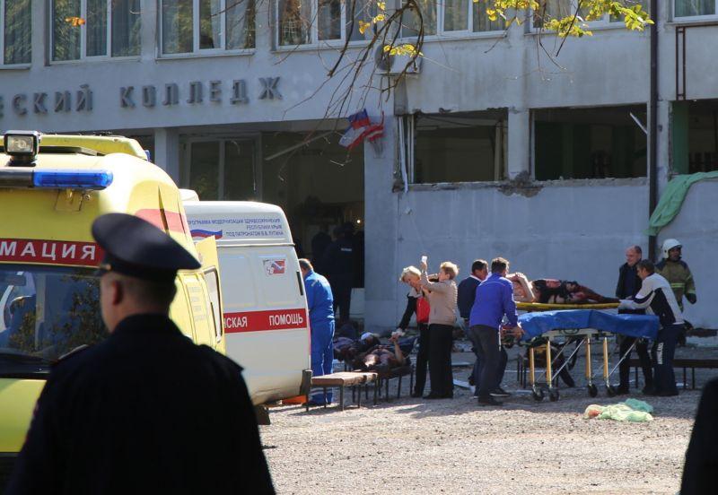 Egy 22 éves diák vérengzett a kercsi iskolában – 18 halott, több mint 50 sebesült – videó