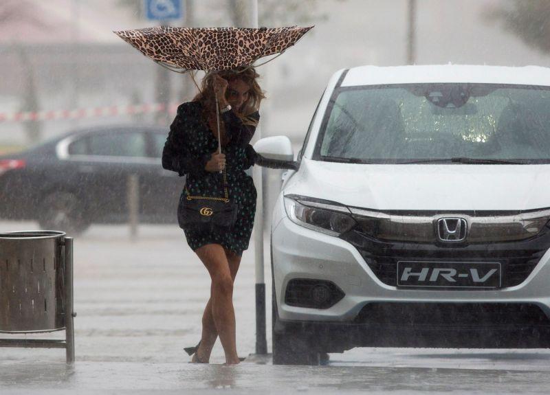 Pokoli vihar tart Spanyolország keleti része felé – az elmúlt tíz év egyik legkomolyabb esőzése várható a térségben, több ezer diákot küldtek haza, bezárták a nyilvános parkokat