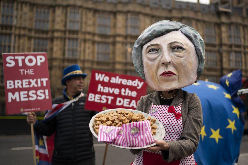Theresa May ma Brüsszelben könyöröghet Brexit-ügyben