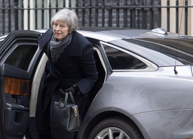 Sorsdöntő szavazásra készülnek ma a britek a Brexit-alkuról – akár kormányválságot is hozhat a voksolás