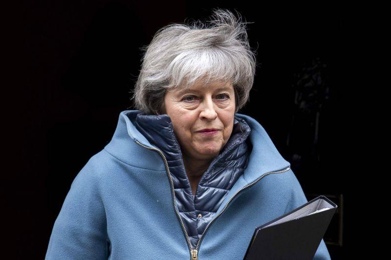 Folytatódik a Brexit-káosz: Theresa May most időt kért