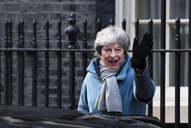 Theresa May ismét Brüsszelben könyöröghet