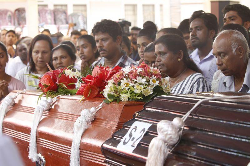Srí Lanka: százzal kevesebb az áldozat – nehézkes az azonosítás