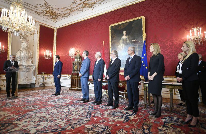 Beiktatta az új minisztereket az osztrák államfő
