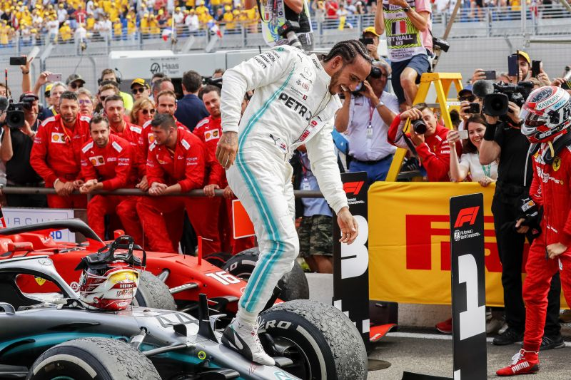 Hamilton rajt-cél győzelmet aratott