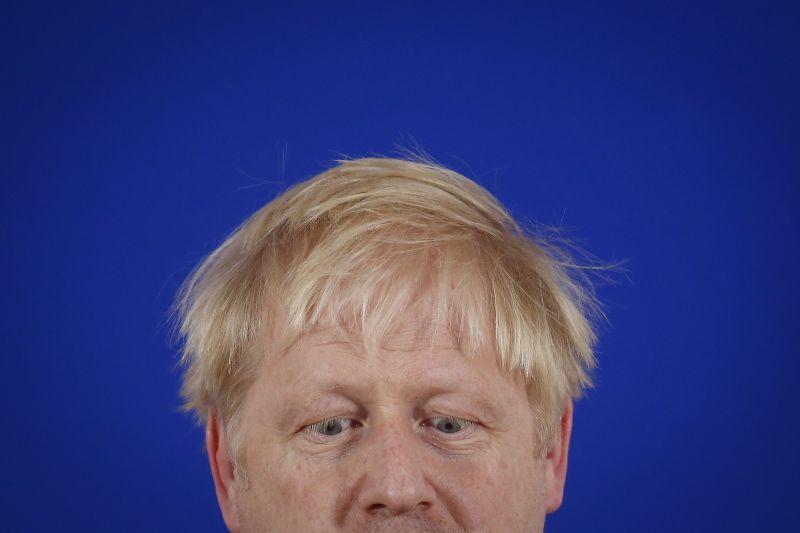 """Indul a """"szuper szombat"""" – Boris Johnson felszólalásával megkezdődött a sordöntő rendkívüli ülés a brit parlamentben a Brexitről"""