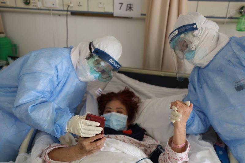 Meghalt egy kórházigazgató Vuhanban