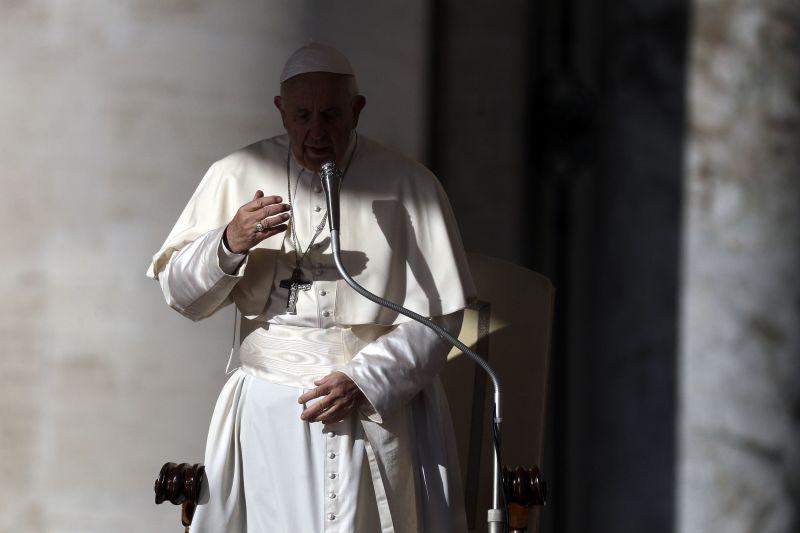 Ferenc pápa: a békébe, ne a háborúba fektessünk be