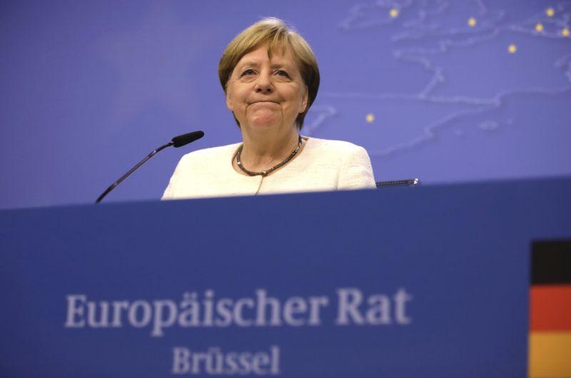 Ismét a nyilvánosság előtt remegett Merkel, egy hónapon belül ez a harmadik eset – videó