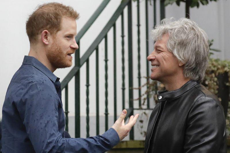 Így énekelt Harry herceg Bon Jovival – videó
