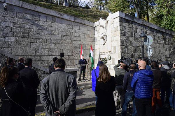 LMP: Magyarország nem tűri szabadsága lábbal tiprását