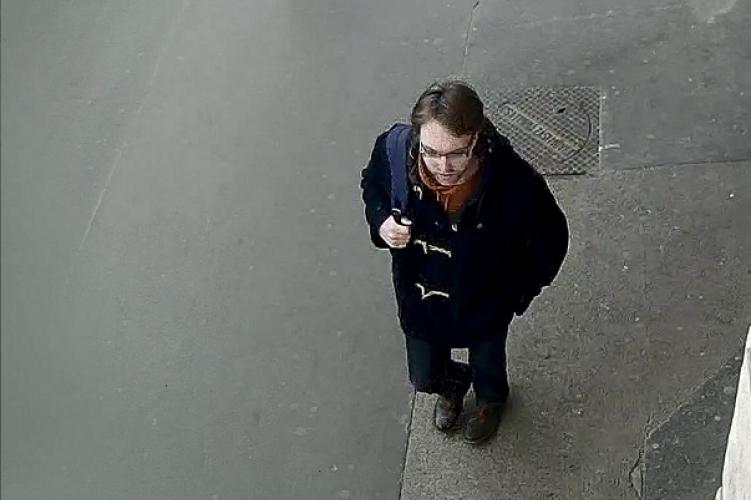 Jegyautomatákat rongált ez a férfi, a rendőrség keresi