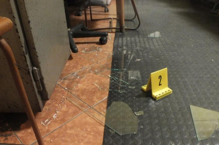 Dühöngött a jászberényi vasútállomáson, vádat emeltek ellene