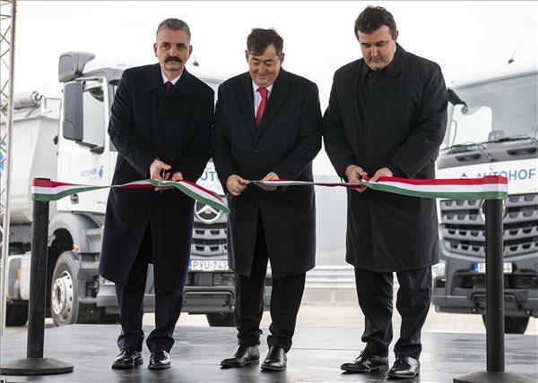 Palkovics: ha kamionok mennek az utakon, akkor működik a gazdaság
