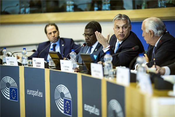 Orbán Viktor Brüsszelben értékelte az európai politikai helyzetet