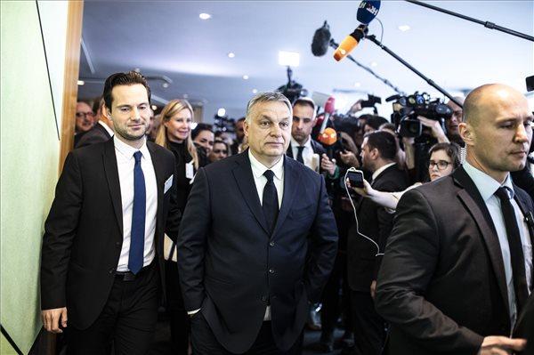 Orbán megérkezett a brüsszeli székházba – elkezdődött a Fidesz és az Európai Néppárt nagy tárgyalása