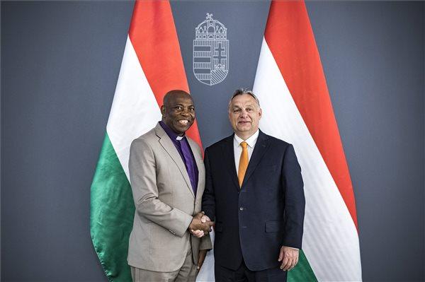 Orbán Viktor nigériai keresztény vezetőkkel tárgyalt