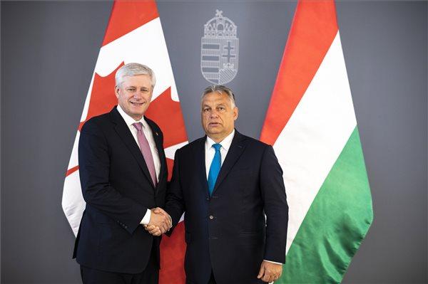 Erről tárgyalt Orbán a volt kanadai miniszterelnökkel