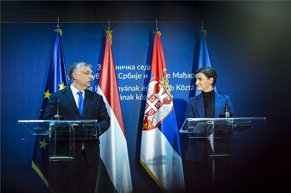 Szerb kormányfő: köszönet Orbán Viktornak Magyarország mindenre kiterjedő támogatásáért