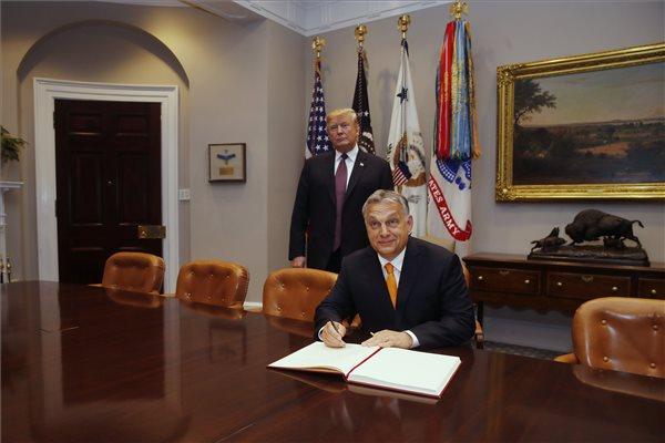 """Trump: """"a magyar miniszterelnököt egész Európában tisztelik"""" – videón az Orbán-Trump sajtótájékoztató"""