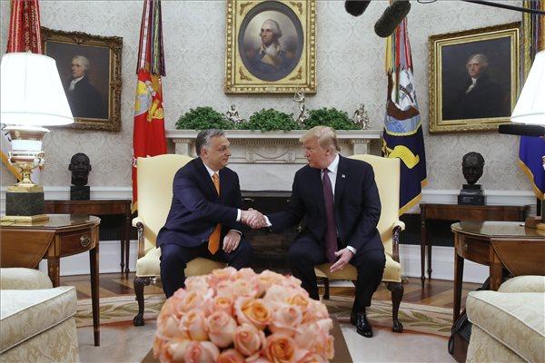 """Orbán Viktor: """"a magyar határkerítés olyan sikeres, hogy még Washingtonból is látszik"""""""