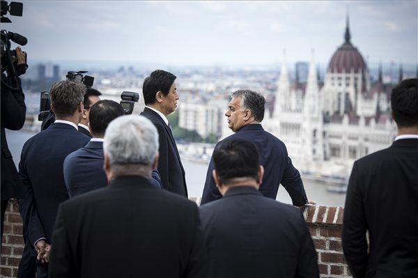 Orbán Viktor a kínai népi gyűlés elnökével tanácskozott