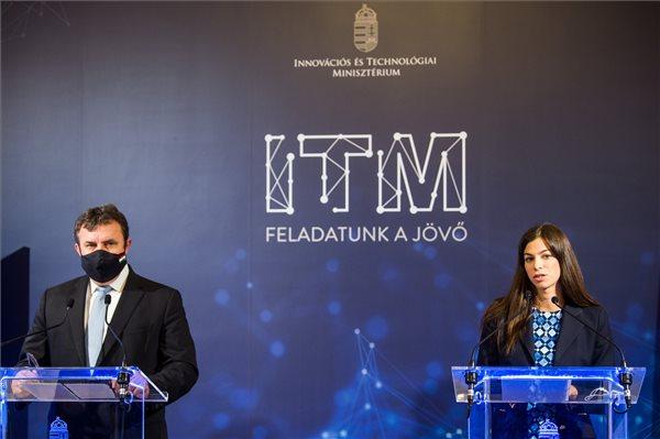 Palkovics szerint a második hullámban még fontosabb letölteni a magyar kontaktkövető applikációt