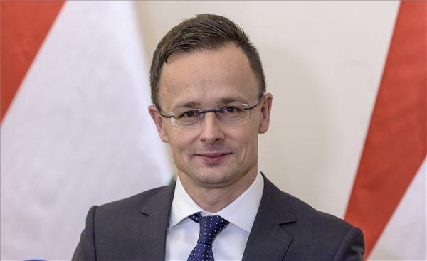 Szijjártó: Magyarország elutasítja az ENSZ menekültügyi csomagját is