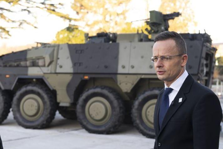 Szijjártó a NATO-találkozón: az illegális migrációs folyamatok erősödnek, és ez erősíti a terrorszervezeteket is