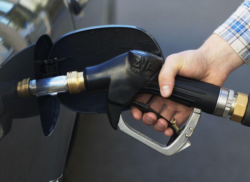 Lassan kezd a 400 forint felé közelíteni az üzemanyagok literje – megint árat emelt a MOL