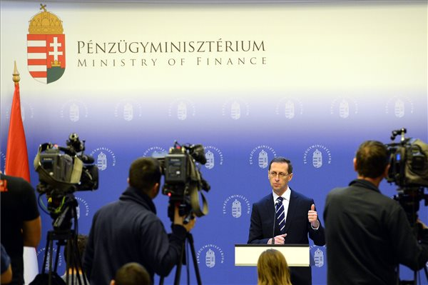 Varga Mihály is reagált Magyarország felminősítésére