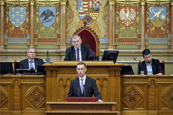 Varga Mihály: a cél, hogy Magyarország családbarát hely legyen