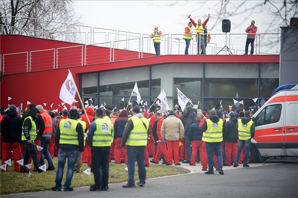 Mintegy négyezren sztrájkoltak a győri Audiban – termelési kiesést okozott a munkabeszüntetés
