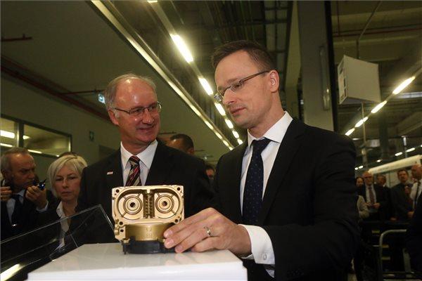 Szijjártó: tizennégy milliárd forintot meghaladó beruházás kezdődik a Bosch miskolci gyárában