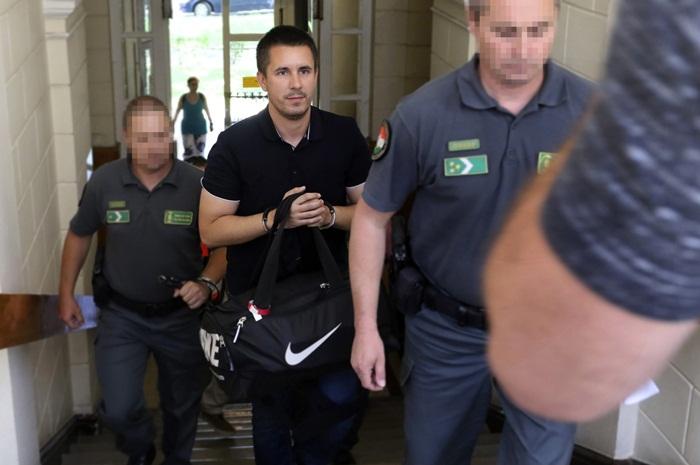 Vádat emeltek Czeglédy Csaba és húsz társa ellen
