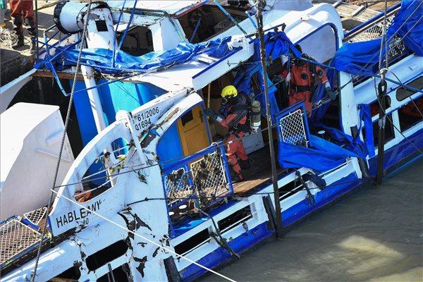 A Dunába zuhant egy szakember a Hableány mentése közben