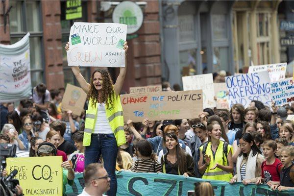 A klímaváltozás ellen tüntettek Budapesten – videó