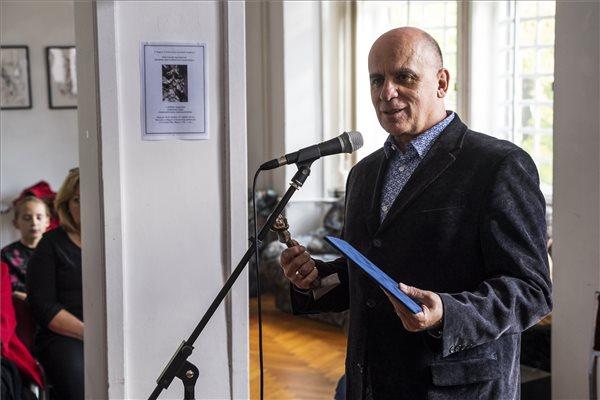 Kontra Ferenc író kapta az Arany János-díjat