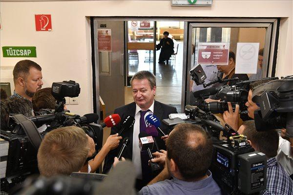 """Kovács Béla: """"az én lelkiismeretem tiszta"""" – megkezdődött az egykori jobbikos politikus büntetőpere – az akták 2034-ig, illetve 2054-ig titkosak"""