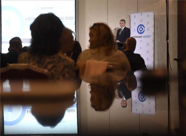 Kövér László szerint az Európai Unió jövője szempontjából sorsdöntő kérdés az identitás