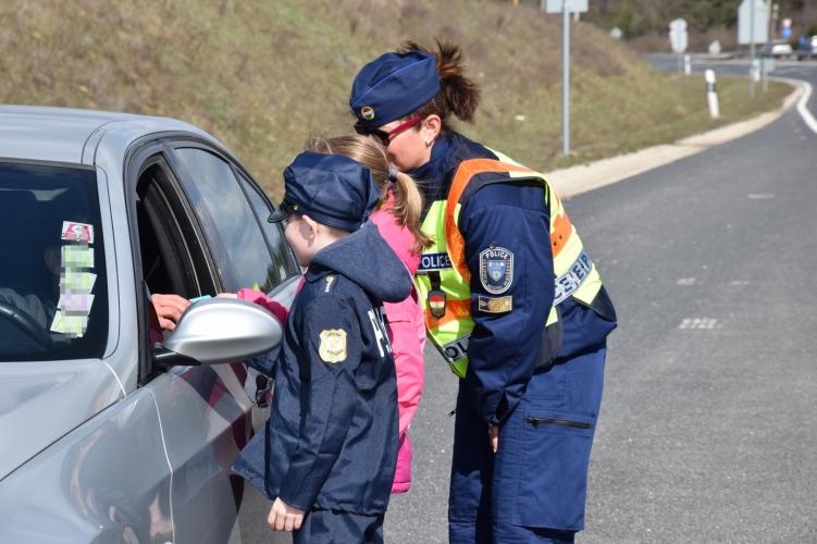 Nem fogja elhinni, hogy mit kaptak a rendőröktől a szabályosan közlekedő veszprémiek!