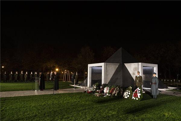 Világháborús centenárium – Az első világháború magyar hőseinek avattak emlékművet Budapesten