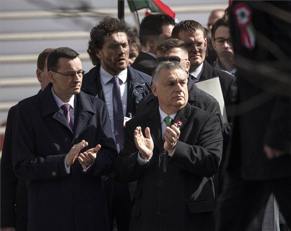 Morawiecki: Lengyelország és Magyarország újra együtt harcol a jövőjéért